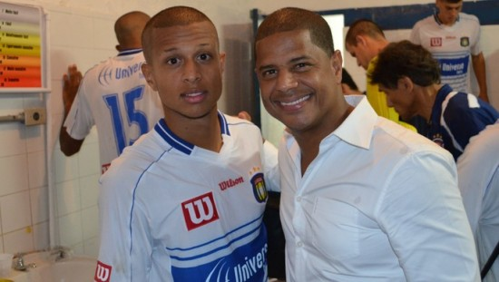 Lucas e o pai, o ídolo corintiano, Marcelinho Carioca