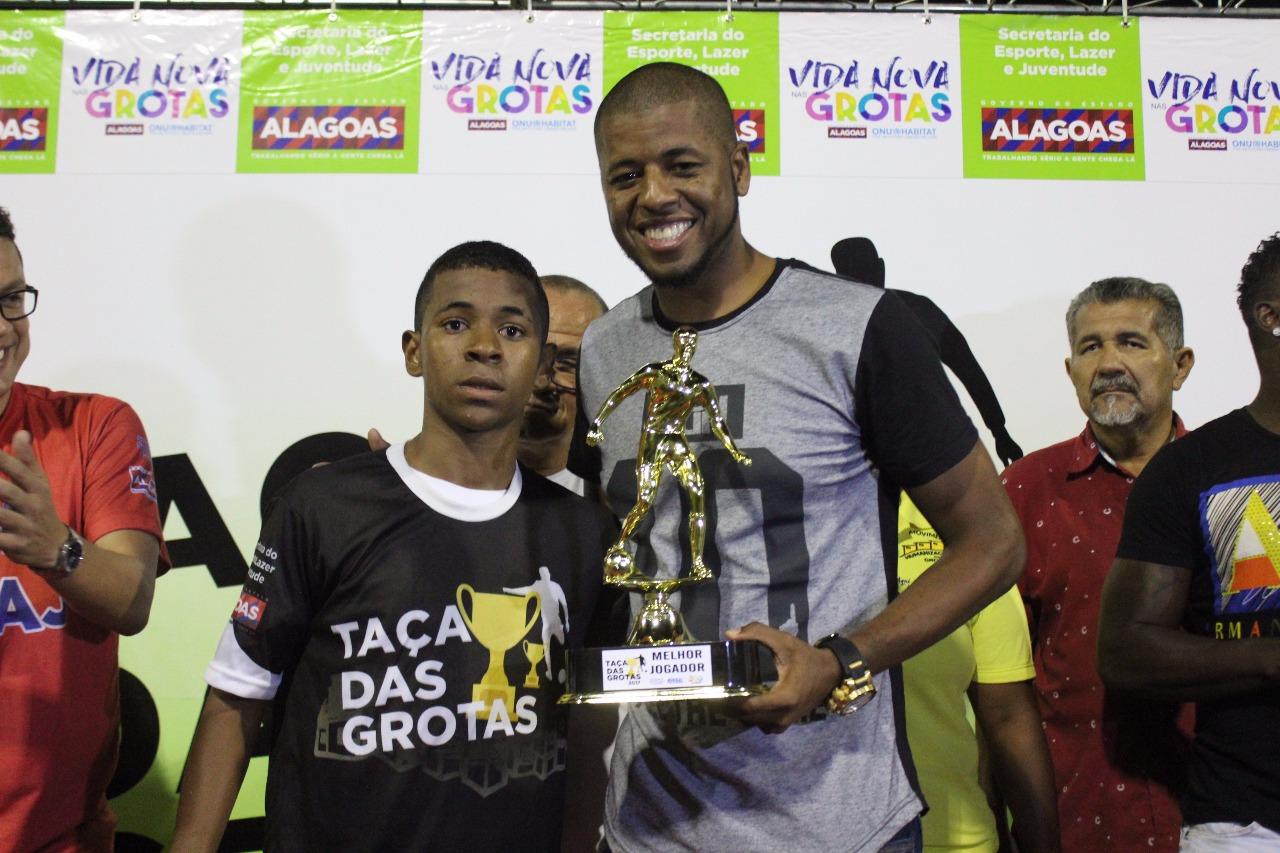 Jogador prestigiou a final da Taça das Grotas em Maceió