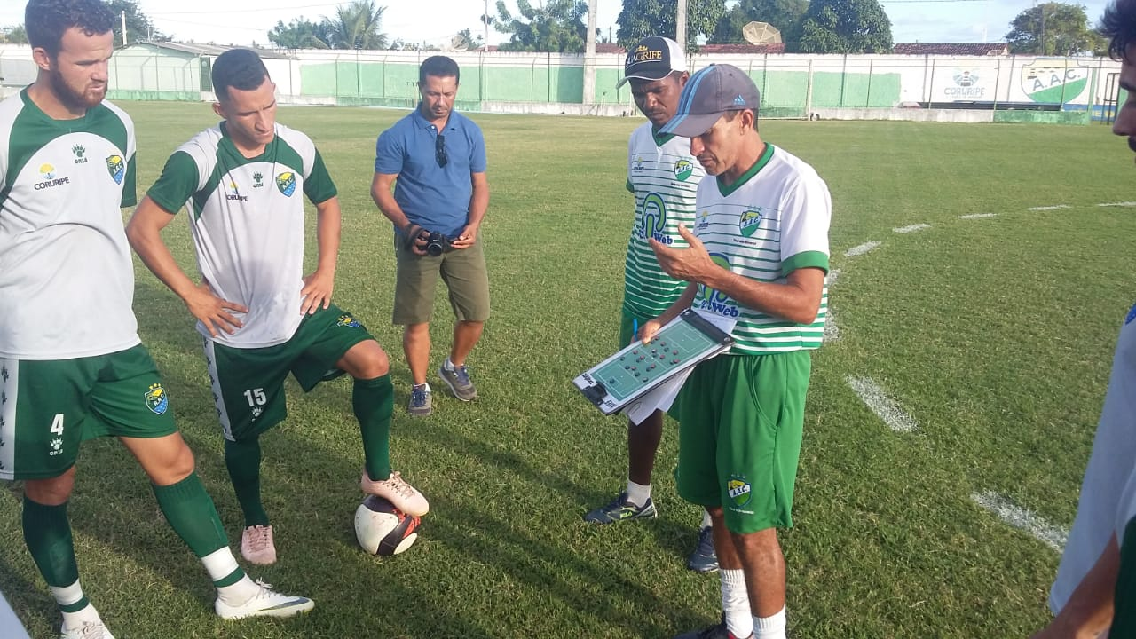Tecnico Elenilson Santos comanda o Coruripe