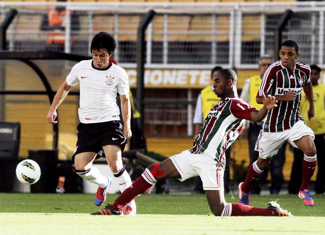 Zagueiro Wellington Carvalho em ação pelo Fluminense