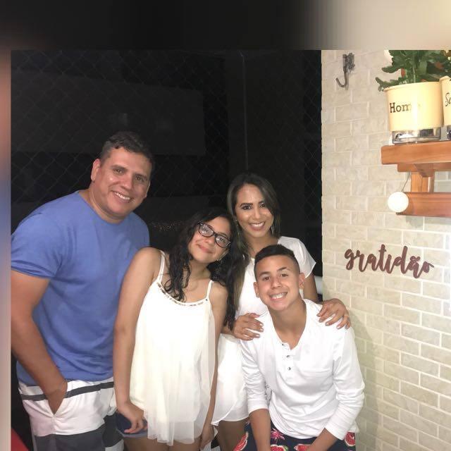 Yan com a família