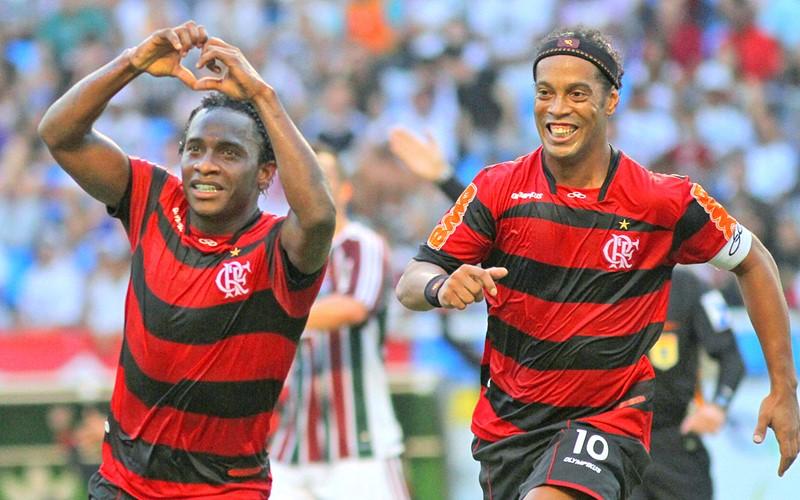 Willians e Ronaldinho Gaúcho quando atuavam pelo Flamengo